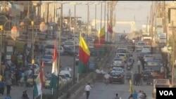 Bajarê Kobanê pir rengên netewî û alên Kurdî hatine xemilandin.