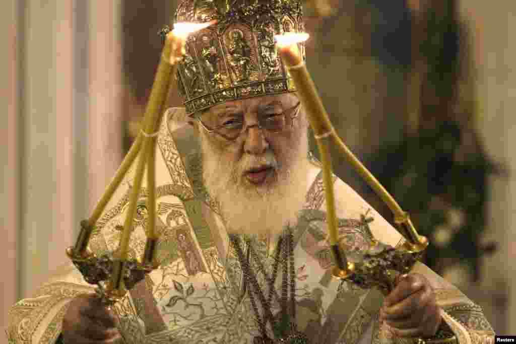 Патриарх Грузинской православной церкви Илия II возглавил рождественскую службу в Свято-Троицком соборе в Тбилиси