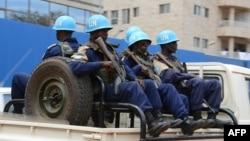 Des soldats de la paix de Minusca patrouillent dans le 3ème arrondissement de Bangui, Centrafrique, 3 octobre 2014.
