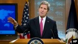 美國國務卿克里星期四在美國國務院作年度全球人權報告。