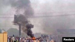 苏丹民众走上街头,抗议政府削减燃料补贴。