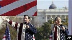 ดาวตลกอเมริกันสองคนจัดการชุมนุมที่บริเวณสนามใหญ่ National Mall ในกรุงวอชิงตันก่อนการเลือกตั้งกลางสมัยสามวัน
