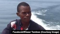 Eliezer Ntambwe, journaliste-présentateur d'un magazine populaire d'informations générales, RDC, 22 décembre 2014. (Facebook/Eliezer Tambwe)
