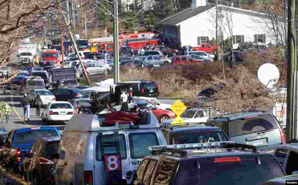 14일 총기난사 사건이 발생한 코네티컷주 뉴타운의 샌디훅 초등학교.