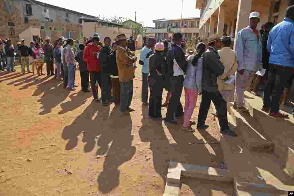 People stand in line to vote at a polling station during elections in Antananarivo, Madagascar, Oct. 25, 2013.