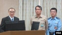 台湾国防部长冯世宽(左一)11月9号在立法院外交及国防委员会接受质询
