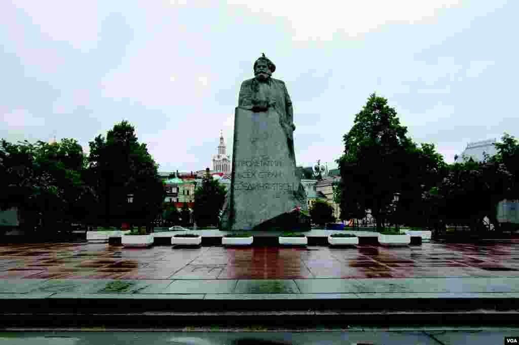 Свердловская площадь (photo: courtesy of Yevgeniy Fiks)