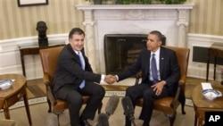 President Barack Obama shakes hands with Georgian President Mikhail Saakashvili at the White House Jan., 30, 2012.