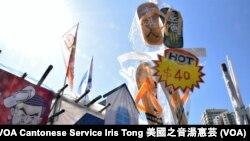 香港工黨的攤位以「香港人、還拖」為主題,售賣特別設計的拖鞋 (攝影﹕美國之音湯惠芸)