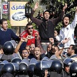 Des manifestants à Suez