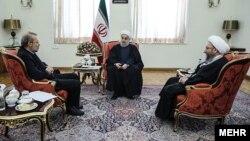 گفتگوی سران سه قوه ایران - از چپ: صادق آملی لاریجانی، حسن روحانی و علی لاریجانی - آرشیو