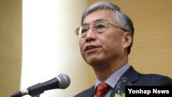 추궈홍 주한 중국대사가 16일 고려대학교에서 한·중관계의 발전 방향에 대해 특강하고 있다.