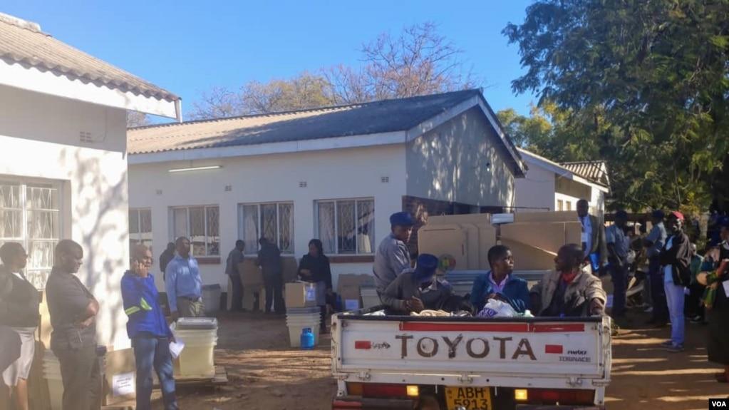 Déploiement du materiel électoral dans les provinces du pays par la Commission électorale du ZImbabwe.
