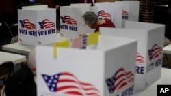 2020年3月10日一男子在密苏里州堪萨斯城初选中投票。