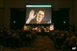 Amerikan Ulusal Güvenlik Dairesi (NSA) eski çalışanı Edward Snowden'in açığa çıkardığı gizli program, olası terör saldırılarını önceden tespit etmek amacıyla milyonlarca Amerikalı'nın yaptığı telefon konuşmalarının üstverilerini toplama yoluyla yürütülüyordu.