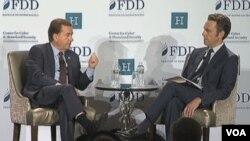 اد رویس، رئیس کمیته روابط خارجی مجلس نمایندگان به دوبوویتز، مدیر اجرایی بنیاد دفاع از دموکراسی که مجری این بخش از نشست بود، پاسخ می دهد