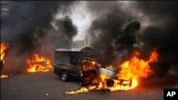کراچی سمیت سندھ کے کئی شہروں میں جلاوٴ گھیراوٴ اور فائرنگ
