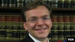 """""""太平洋法律基金會""""全美訴訟中心的主要律師蒂姆•桑德弗"""