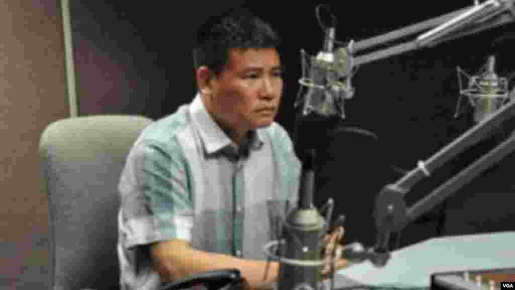 Chia sẻ trên mạng để làm gì? Thảm họa cá chết đang khơi dậy những tranh cãi về quyền tự do ngôn luận tại Việt Nam trong cuộc chiến không cân sức giữa người dân dùng mạng truyền thông xã hội để bày tỏ quan điểm với các quyền lực ngăn chặn, kiểm soát thông tin từ nhà nước. Tâm điểm gây chú ý gần đây nhất là chương trình 60 phút mở trên VTV qua đó một MC nổi tiếng đã bị đưa lên 'hỏi tội' trước khán giả cả nước về 'động cơ' chia sẻ tin cá chết trên Facebook cá nhân.