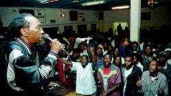 Jovens deverão assumir a liderança em África, diz o músico zimbabweano Thomas Mapfumo - 11:39