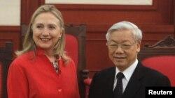 Ngoại trưởng Hoa Kỳ Hillary Clinton gặp Tổng bí thư Đảng cộng sản Việt Nam Nguyễn Phú Trọng tại Hà Nội 10/7/12