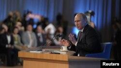 12月19日,俄羅斯總統普京在莫斯科舉行的年度記者會上發表講話