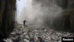Al menos 1.700 bombas han caído sobre el este de Alepo en la primera semana desde que colapsara el cese el fuego acordado entre Estados Unidos y Rusia.