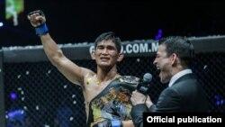 ONE Middleweight ခ်န္ပီယံဆုကို ဆြတ္ခူးခဲ႔တဲ႔ Aung La N Sang။ ဓာတ္ပံု- ONE Championship