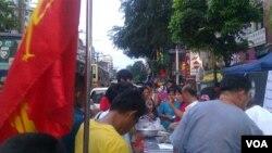在缅甸仰光的中国城,民盟在进行竞选宣传活动 (美国之音朱诺拍摄)