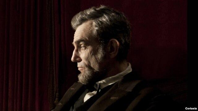 El actor británico Daniel Day-Lewis, en el papel de Lincoln, obtuvo una de las siete nominaciones a los premios Globo de Oro.