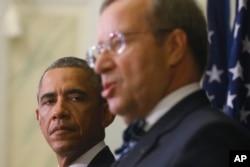 U.S. President Barack Obama, left, listens to Estonian President Toomas Hendrik Ilves during a news conference at the Bank of Estonia in Tallinn, Estonia, Sept. 3, 2014.