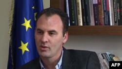 Reagime ndaj arrestit shtëpiak të deputetit Fatmir Limaj