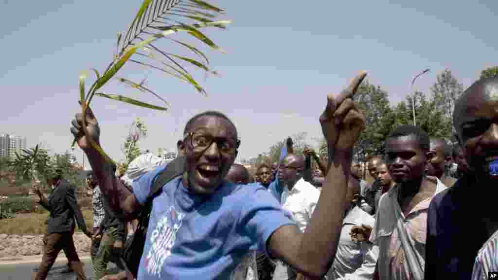 University students demonstrate on the main Uhuru Highway in Nairobi, Kenya, Tuesday, Sept, 22, 2015.