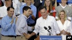 12일 위스콘신 주에서 유세를 벌이는 미 공화당 미트 롬니 대통령 후보(오른쪽)와 폴 라이언 부통령 후보.