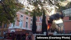Asap mengepul karena kebakaran di Kedutaan Besar Republik Indonesia (KBRI) di Roma, Rabu, 2 Desember 2015 (Foto: dok/istimewa)
