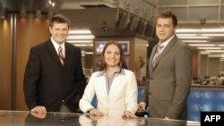 Miroslava Qonqadze (ortada) Amerikanın səsinin studiyasında