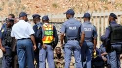 """Joanesburgo: Jornalista Simião Pongoane forçado a oferecer """"um refresco"""" a um polícia"""