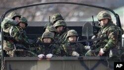 南韓海軍陸戰隊士兵在延坪島戒備