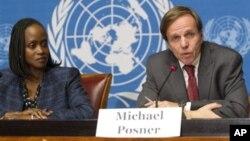 Trợ lý Ngoại trưởng phụ trách Nhân quyền Michael Posner phát biểu tại một buổi họp báo