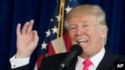 """""""Hay 33.000 emails borrados, y el problema real es lo que yo dije sobre los emails de la Convención Nacional Demócrata"""", agregó Trump."""