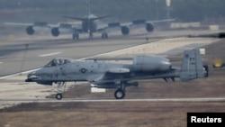 İncirlik üssünde kalkış izni bekleyen bir Amerikan A-10 tanksavar uçağı