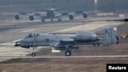Pesawat jet AS, A-10 Thunderbolt mendarat di pangkalan udara Incirlik di kota Adana, Turki (foto: dok).