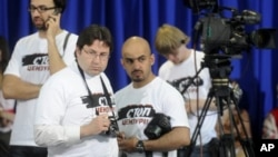 "Journalists wearing t-shirts reading ""Stop censorship"""