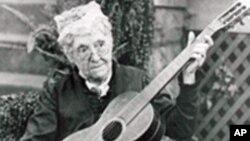 美国第一位女参议员费尔顿