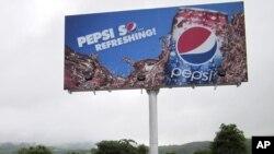 ປ້າຍໂຄສະນາຂອງບໍລິສັດ Pepsi ທີ່ຕິດຕັ້ງຂຶ້ນ ຢູ່ຢູ່ນະຄອນຫລວງ Naypyitaw ໃນເດືອນສິງຫາ 2012 ທີ່ຜ່ານມານີ້