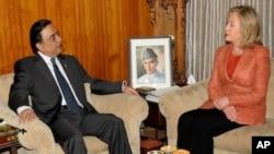 Pokiston prezidenti Osif Ali Zardariy AQSh Davlat kotibasi Xillari Klinton bilan, Islomobod, 2011