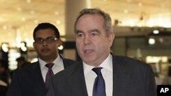 美國負責東亞和太平洋事務的助理國務卿坎貝爾星期三抵達北京機場。