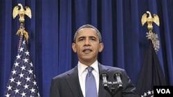 Presiden Barack Obama mengumumkan program penghematan belanja federal dengan menghentikan kenaikan gaji pegawai pemerintah.