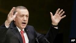 Le président turc, Recep Tayyip Erdogan estime que des frappes aériennes ne suffisent pas contre l'Etat islamique (AP)