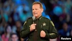 Bovard mahalının şerifi Skot İsrail köməkçisi Skot Peterson istefası ilə bağlı danışır.